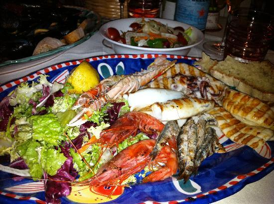Hotel Buca di Bacco: mixed grilled fish platter from restaurant