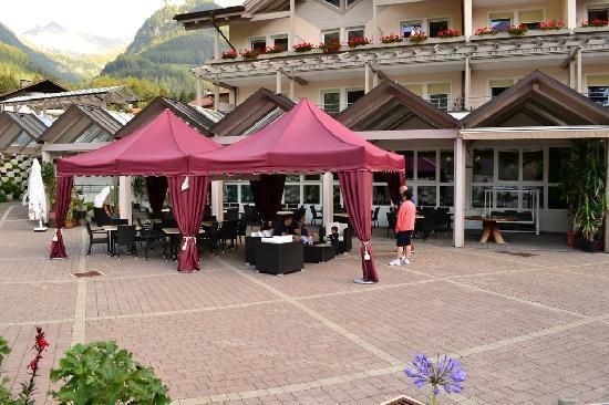 Hotel Ahrntaler Alpenhof: veranda esterna