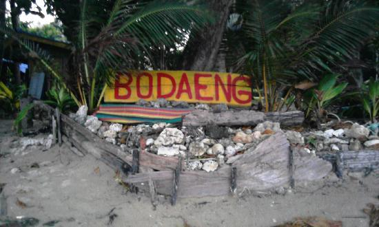 Bo Daeng: The sign at beach side