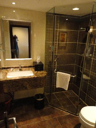Rica Hotel: Bathroom
