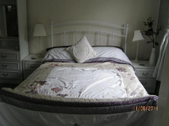 Rockleigh Bed and Breakfast: Garden Bedroom overlooking rear garden