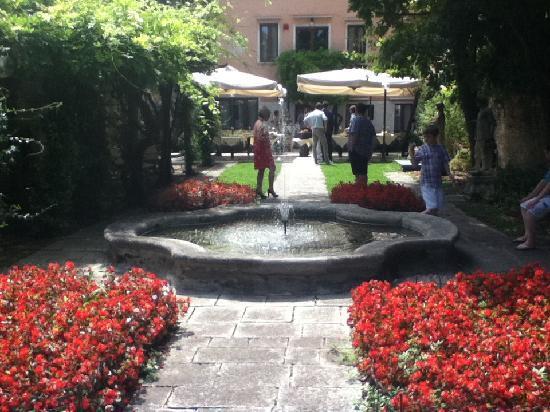 San Sebastiano Garden Hotel: Garden area