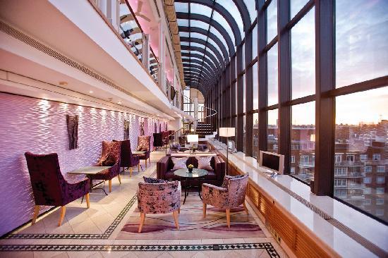 Jumeirah Carlton Tower: The Club Room