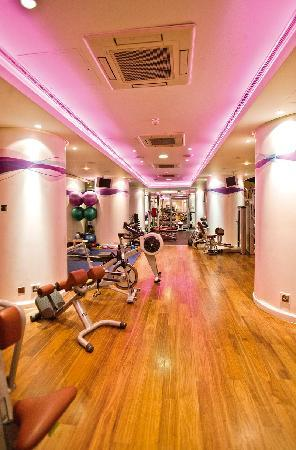 Jumeirah Carlton Tower: The Peak Health Club and Spa
