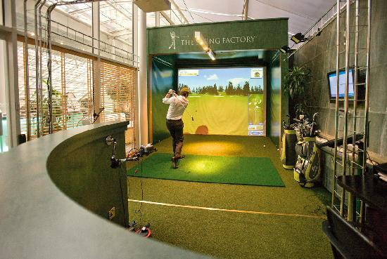Jumeirah Carlton Tower: The indoor golf simulator