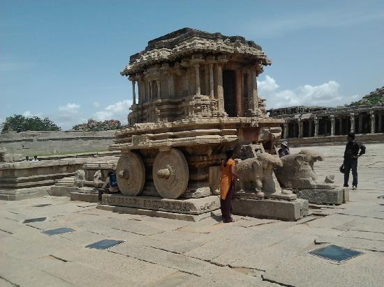 Vithala Temple Complex: Chariot in the front of the temple