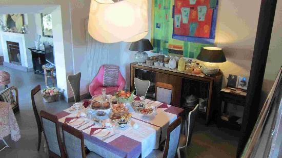 Casavaliversi B&B: breakfast table