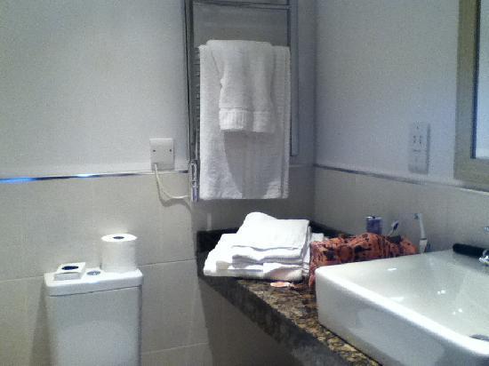 Humber Royal Hotel: bathroom