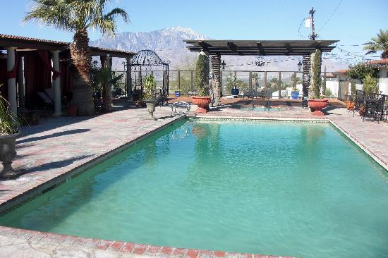 Tuscan Springs Hotel and Spa: cool pool patio