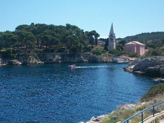 Veli Lošinj, Croacia: Vista di Veli dalla terrazza della piscina