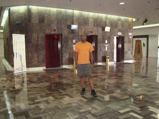جراند هوتل تيخوانا: Elevators