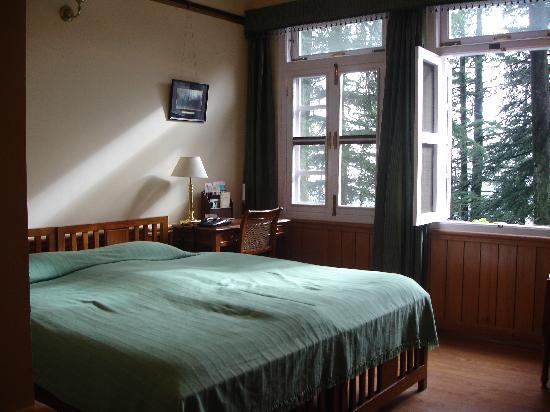 WelcomHeritage Woodville Palace Shimla: Deluxe room