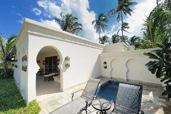 Baraza Resort & Spa: Terrasse mit Planschpool