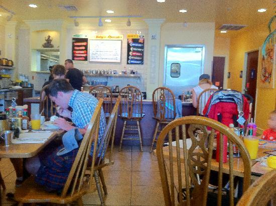 Jinky's Cafe : Jinky's inside