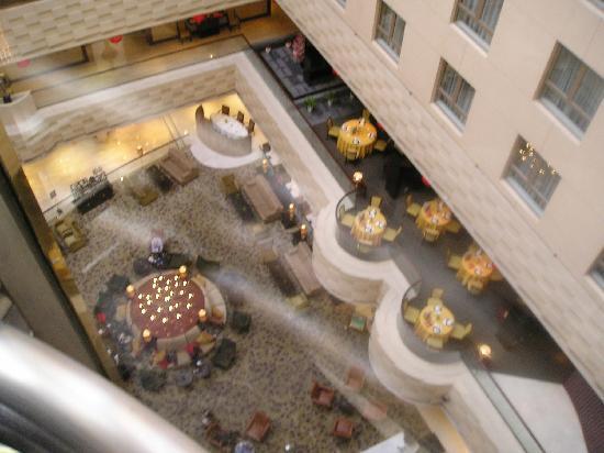 คราวน์ พลาซ่า ปักกิ่ง วังฟูจิง โฮเต็ล: vista do Hall do nosso andar