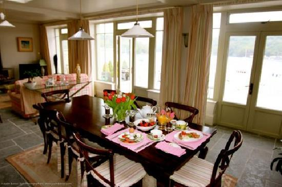 Fowey Residences: Breakfast is served in the orangery or the terrace both overlooking the river.