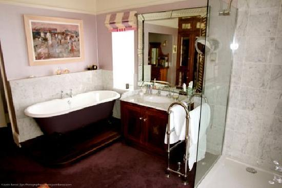 Fowey Residences: En suites have roll-top baths and separate showers..