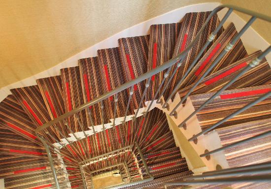 Le Relais Madeleine: パリのホテルには螺旋階段が多い