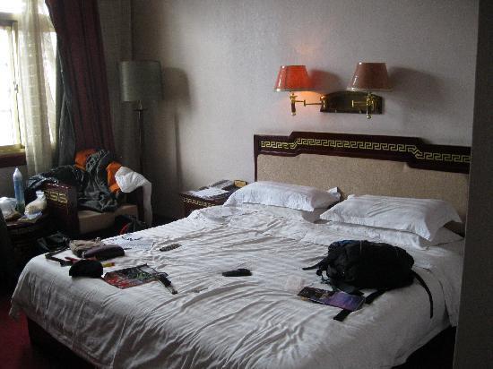 Mandala Hotel (Jiangsu Road): after our trek, unpacking