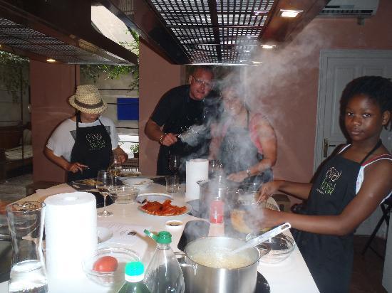 Espai Boisa - Barcelona Cooking School: working on the food
