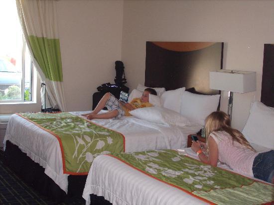 Fairfield Inn & Suites Milwaukee Airport: room