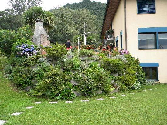 Isabelle Bernasconi: Isabelle: casa, terrazza e giardino