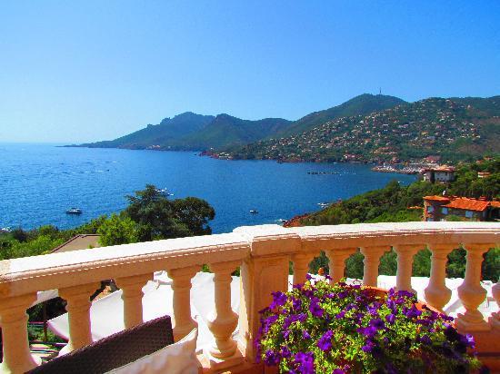 Hotel Tiara Yaktsa Côte d'Azur. : Blick von der Terrasse 1