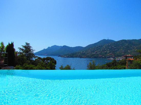 Hotel Tiara Yaktsa Cote d'Azur: Blick vom Pool aufs Mittelmeer