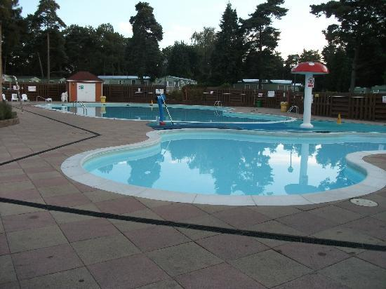 Outdoor pool picture of parkdean sandford holiday park for Garden pool reviews