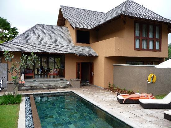 Constance Ephelia : Our family 3 bed room villa