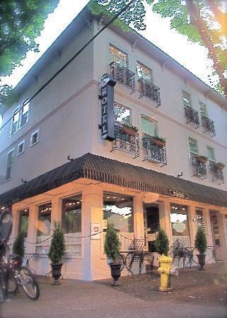 Camas Hotel 2
