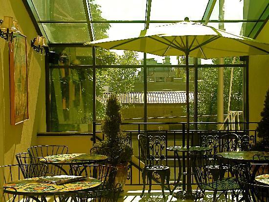 Camas Hotel Patio
