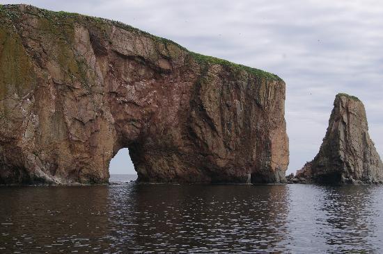 Le Gite du Cap Blanc: la roche percée