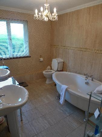 Anchorage House: Bathroom of 'Charming'
