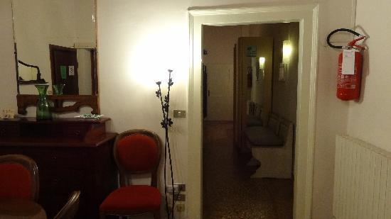 Hotel San Salvador: The hallway leading to the washroom
