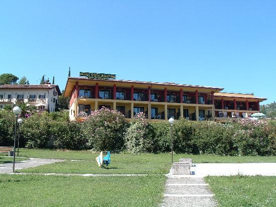 Hotel Villa Madrina: Hotel from road, park in foreground