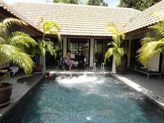 บ้านเก่า ทรอปิคัล บูติค เรสซิเดนซ์ แอนด์ สปา: piscine de la maison