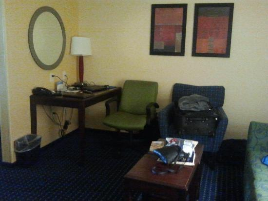 SpringHill Suites Medford: Desk area