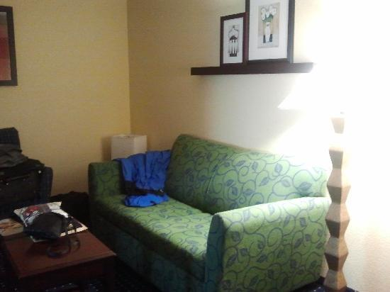 SpringHill Suites Medford: Couch and seating.  I believe a hide-a-bed?