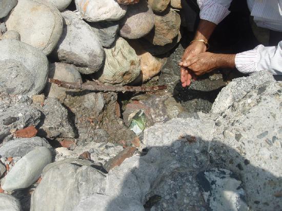Tatapani, Ấn Độ: Hot water spring