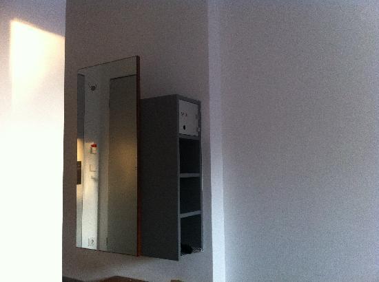 Hopper Hotel et cetera: Kleiderschrank?