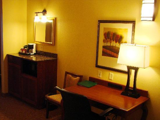 Country Inn & Suites By Carlson, Rapid City: Unlike your average hotel... we give you plenty of space to work.
