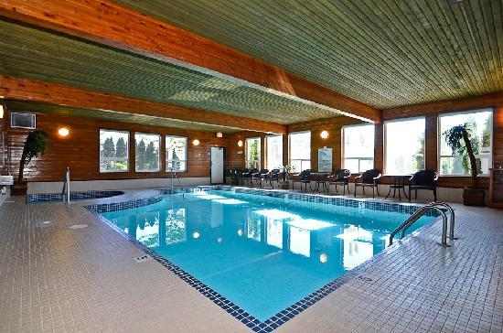 Best Western Plus Country Meadows Inn: Heated Pool & Hot Tub