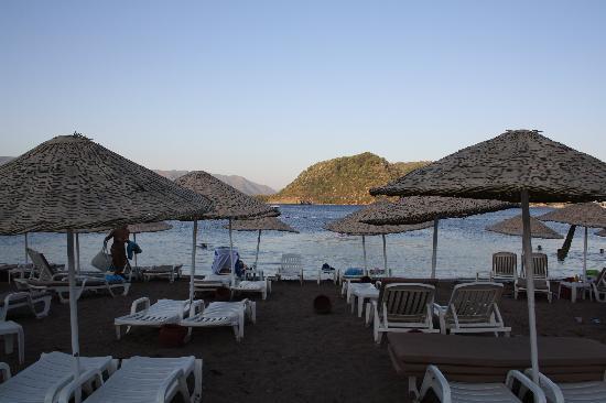 Marti La Perla: Stranden vid skymning