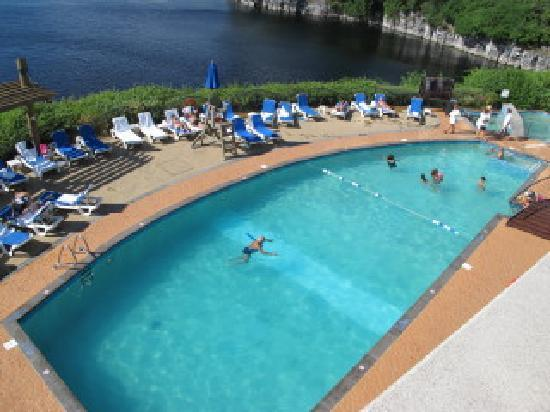 Piscine ext rieur photo de hilton lac leamy gatineau for Prix piscine beton 6x4
