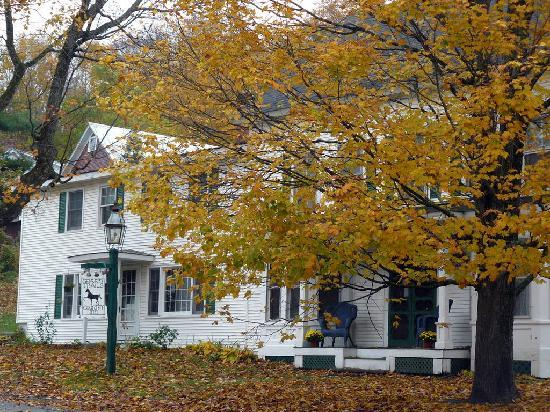 Green Trails Inn: Fall Folliage
