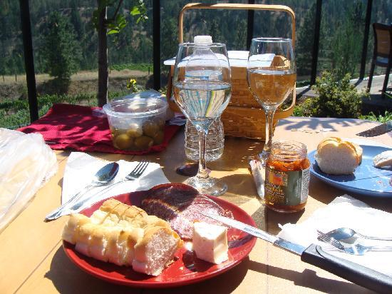 Napa North Wine Tours: Picnic Basket lunch @ Dirty Laundry Vineyard, Summerland BC