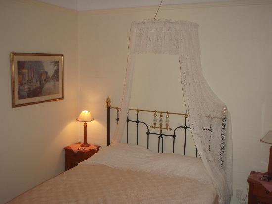 Montville Provencal: Comfortable bed