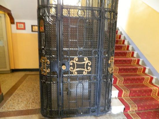 Hotel Alfieri: l'ascensore