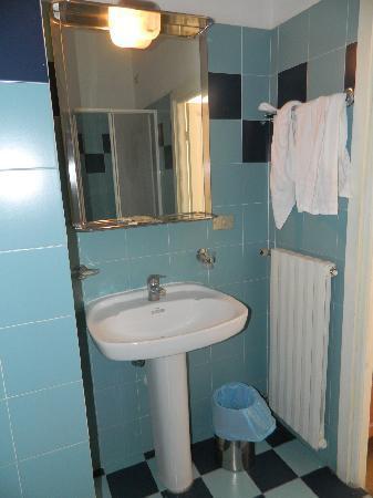 Hotel Alfieri: l'unica illuminazione del bagno!!
